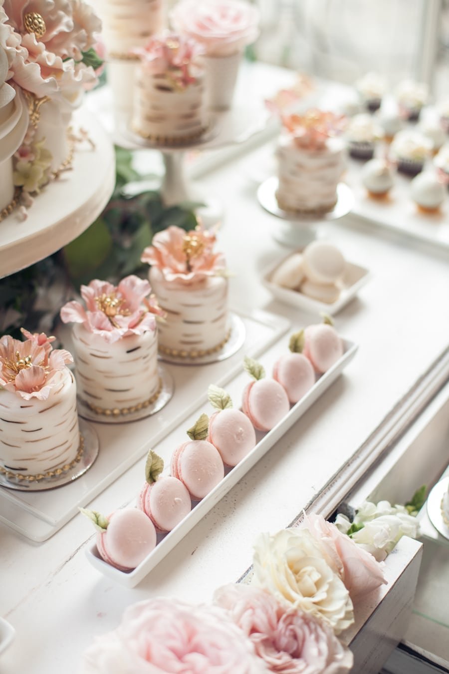 pink Macaorns and mini cakes